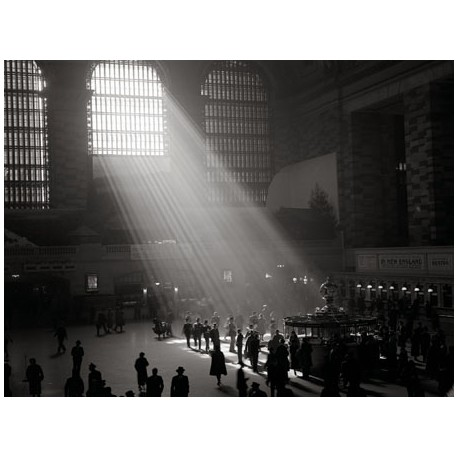 SUNBEAMS SHINING INTO GRAND CENTRAL STATION, NYC