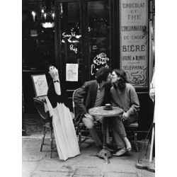 KISSING AT CAFE TABLE, PARIS