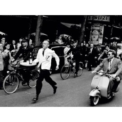 WAITERS' RACE IN PARIS, 1954