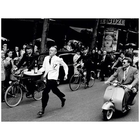 WAITERS' RACE IN PARIS, 1954