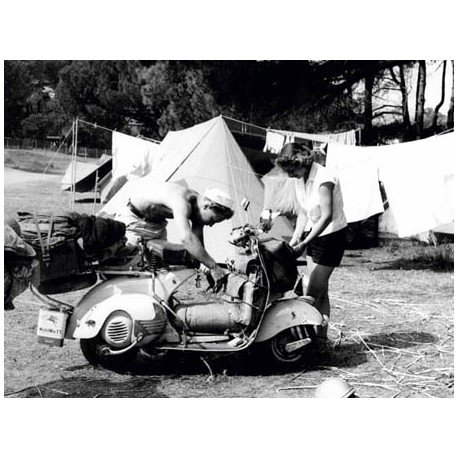 JEUNE COUPLE EN CAMPING, 1960