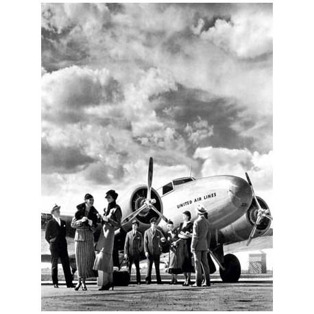 PASSENGER AT AVIATION FIELD AT NEWARK NJ, 1940S
