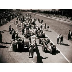 PIT STOP AT THE INDIANAPOLIS 500, 1948
