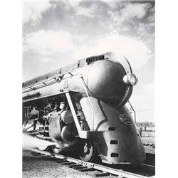 NEW YORK CENTRAL STREAMLINED LOCOMOTIVE, 1940S