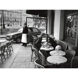 KISSING AT SIDEWALK CAFE, PARIS