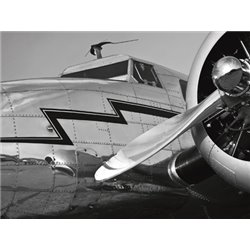 VINTAGE AIRCRAFT CLOSE-UP